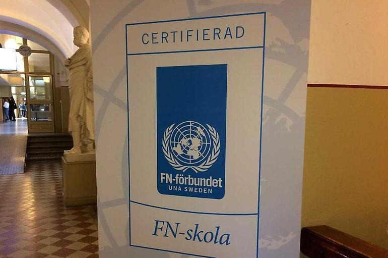 Roll up med Certifierad FN-skola.